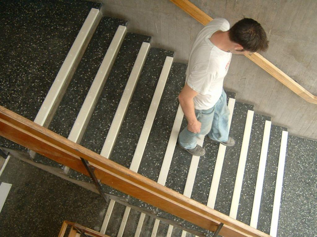 Hvite trappeneser i gummi